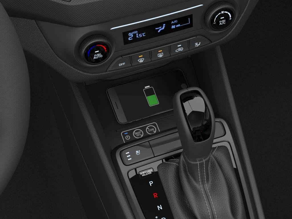 Outra novidade é o carregador de celular por indução, sem necessidade de cabo (Divulgação/Hyundai)