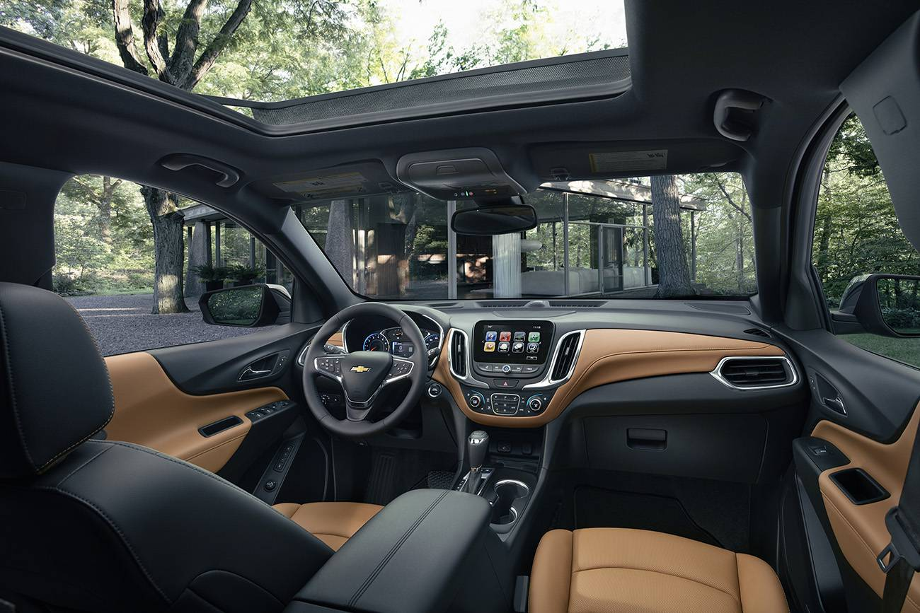 Interior tem linhas que remetem ao Cruze, quem lhe empresta a plataforma, mas com acabamento mais refinado (Divulgação/Chevrolet)